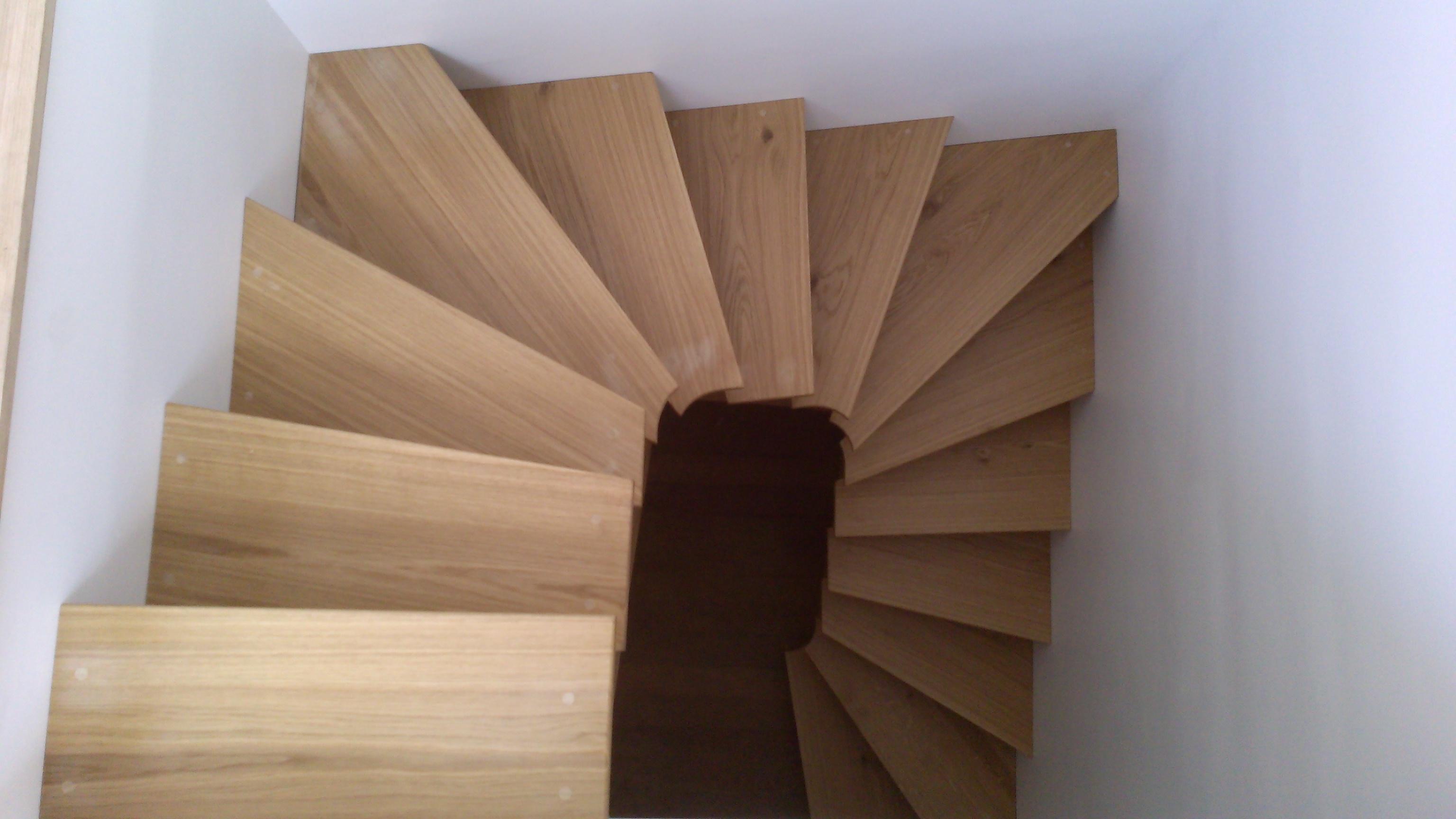 escalier 3 4 tournant juillet 2014 menuiserie eb nisterie. Black Bedroom Furniture Sets. Home Design Ideas
